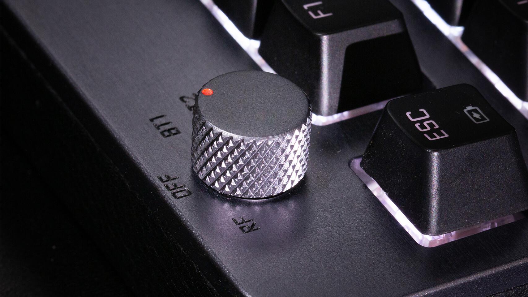 AZIO تكشف لوحة المفاتيح المميزة